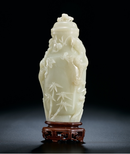 A FINE WHITE JADE 'DRAGON AND PHOENIX' VASE AND COVER