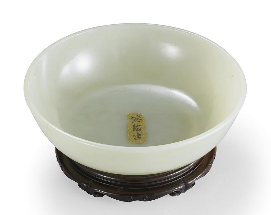 清乾隆  白玉素面碗暨紫檀原座 「安佑宮」黃籤