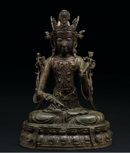 A RARE AND LARGE GILT-LACQUERED BRONZE FIGURE OF GUANYIN