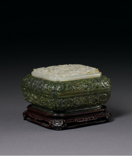 A FINE AND RARE INSET WHITE-JADE INALID SPINACH-GREEN JADE BOX AND COVER WITH HONGMU STAND